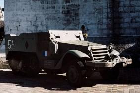 "Transporter M16 Half-track w barwach francuskich- Muzeum "" Le Grand Bunker"""