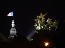 Grand Palais nocą