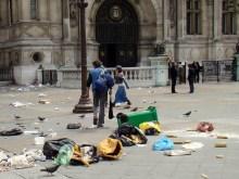 Place de l'Hôtel-de-Ville tuż po proteście miejskich służb oczyszczania