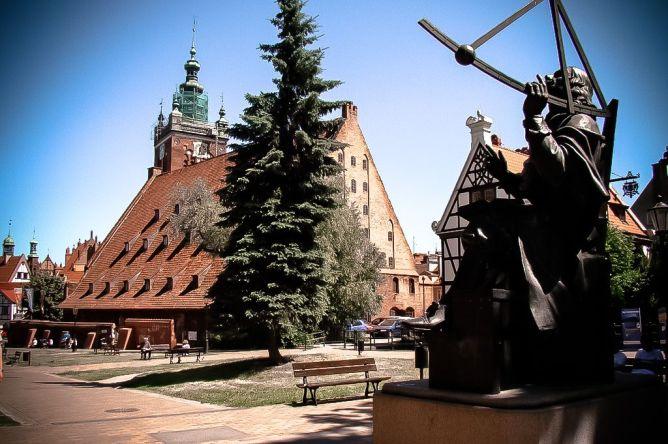 Skwer Heweliusza- pomnik Jana Heweliusza