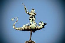 Rzeźba na Dworze Bractwa św. Jerzego . Targ Węglowy