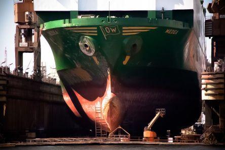Statek w suchym doku