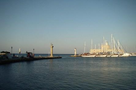 Miasto Rodos- wejście do portu Mandraki