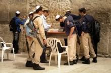 JEROZOLIMA- Pod Ścianą Płaczu- izraelscy żołnierze