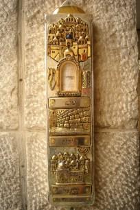 JEROZOLIMA- Plac pod Ścianą Płaczu- mezuza przed wejsciem na plac