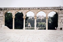 JEROZOLIMA- Wzgórze Świątynne- w tle Cerkiew Marii Magdaleny