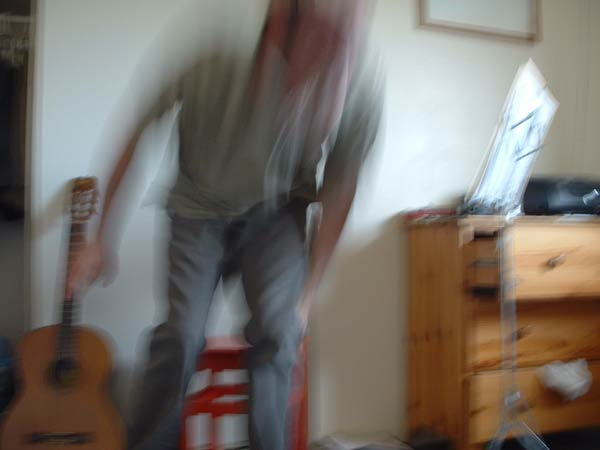 W_blurry_guitar