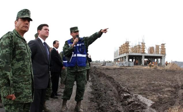 Realiza un recorrido para ver avance de los trabajos del Cuartel Militar.