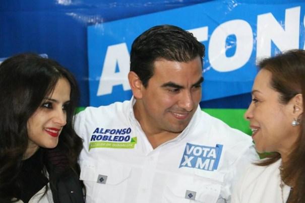 Alfonso Robledo celebró a las mujeres en su día