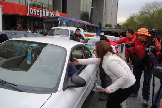 Pega calcas en área metropolitana la candidata priista a la Gubernatura, Ivonne Álvarez.
