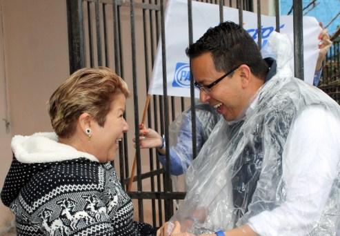 Recorre el candidato las calles de la colonia San Humberto.