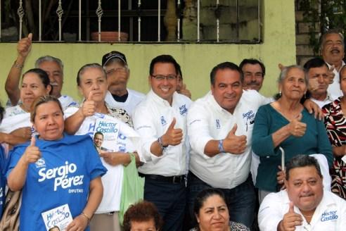 Tiene reunión Héctor Castillo con habitantes de la colonia La Fortaleza.