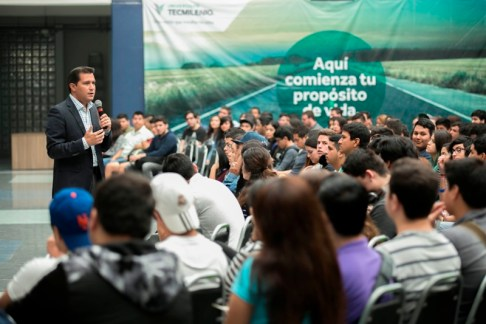 los jóvenes recién egresados serán orientados en la redacción de su currículum