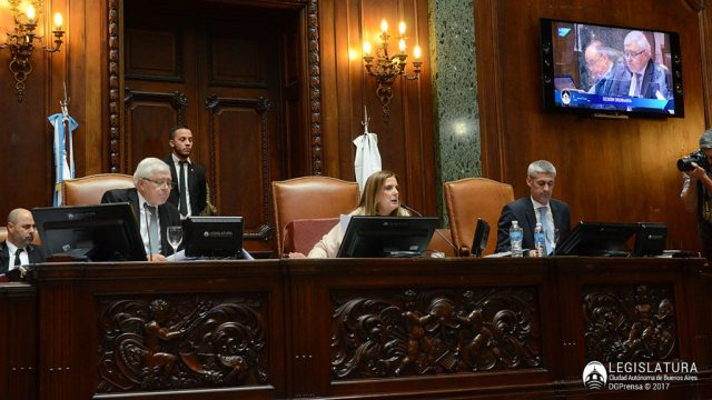 Aprueban en la Legislatura porteña la eliminación de varios pasos a nivel