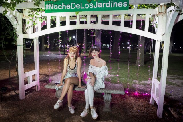 Julieta Nair Calvo y Violeta Urtizberea iluminaron El Rosedal en la #LaNocheDeLosJardines