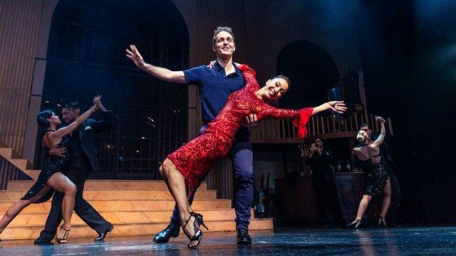 """""""Berlín"""" de La Casa de Papel llegó a Argentina y fue a ver bailar a Mora Godoy"""