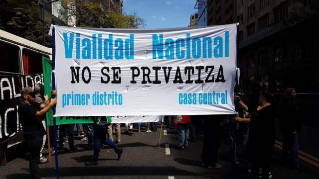 """Trabajadores de Vialidad Nacional en """"Alerta y Movilización"""" por despidos y cierre de escuelas técnicas"""