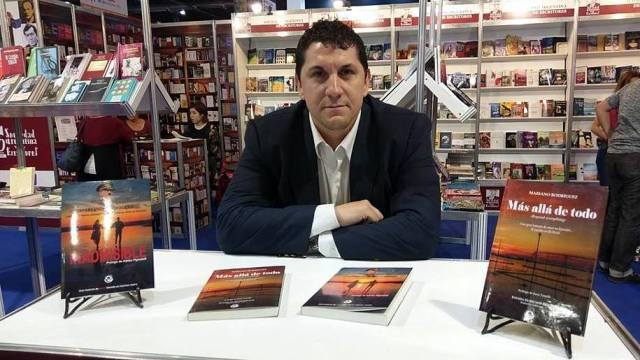 """El escritor Mariano Rodríguez llegó a la Feria del Libro con su """"Inadmisible"""""""