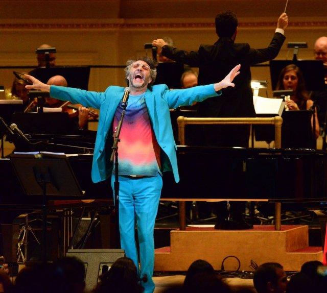 Fito Paez brillante sobre el mic... en Carnegie Hall a sala llena!