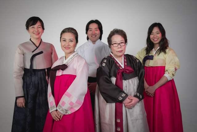 An Ra de Una canción coreana, Sandra Lee de Take,  Pablo Park de Kyopo, Mamá Moom de Sandulchan, Marina Lis Ra de Na-num