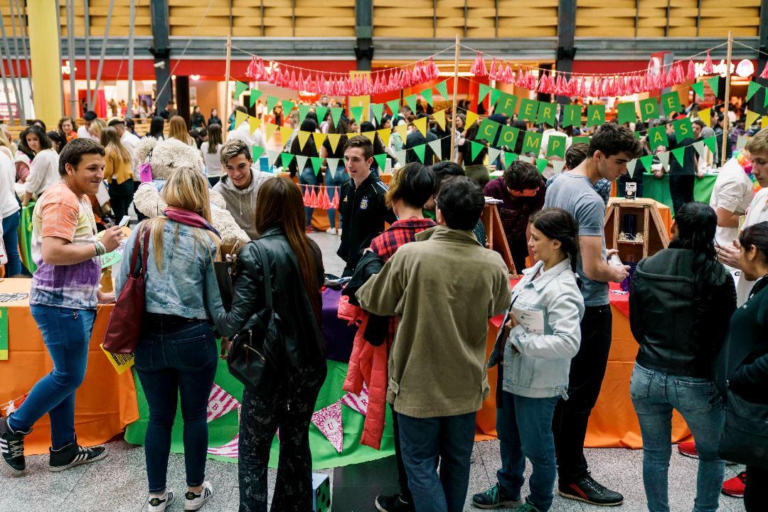 10ª edición de la «Feria de emprendimientos» en Alto Avellaneda y Dot junto a Junior Achievement