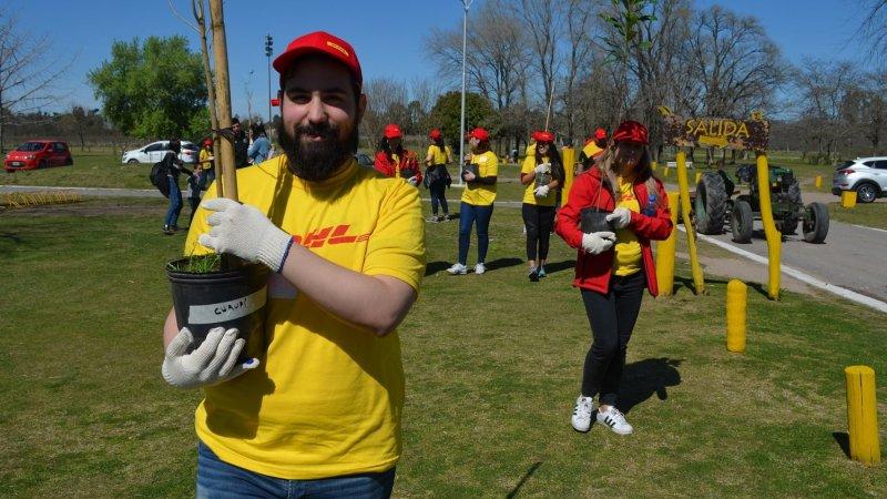 Día Global del Voluntariado de DHL: por un mundo mejor y más verde