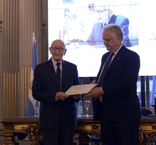 Miguel Woites fue declarado personalidad destacada de la  Ciudad en el ámbito de la Comunicación en el Salón Dorado de la Legislatura