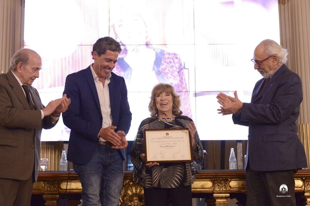 Merecido reconocimiento a la gran periodista Fanny Mandelbaum en la Legislatura porteña