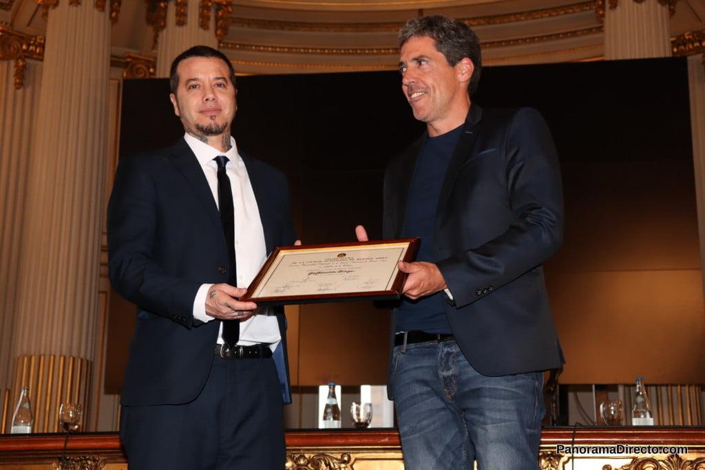 Sebastián Ortega recibe la distinción de Personalidad Destacada en la Legislatura Porteña