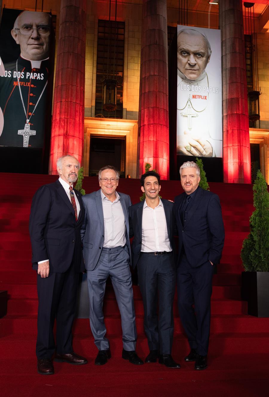 Jonathan Pryce, Juan Minujín Y Fernando Meirelles presentaron «Los dos Papas» en Argentina