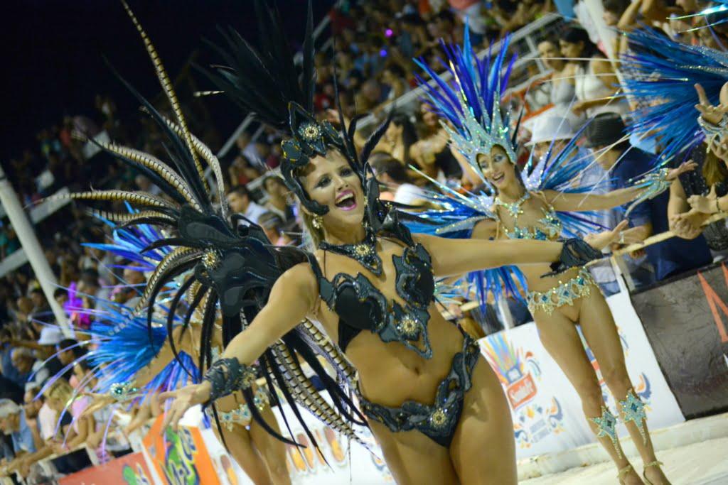 Explotó el corsódromo ante 23 mil personas en el inicio del Carnaval del País