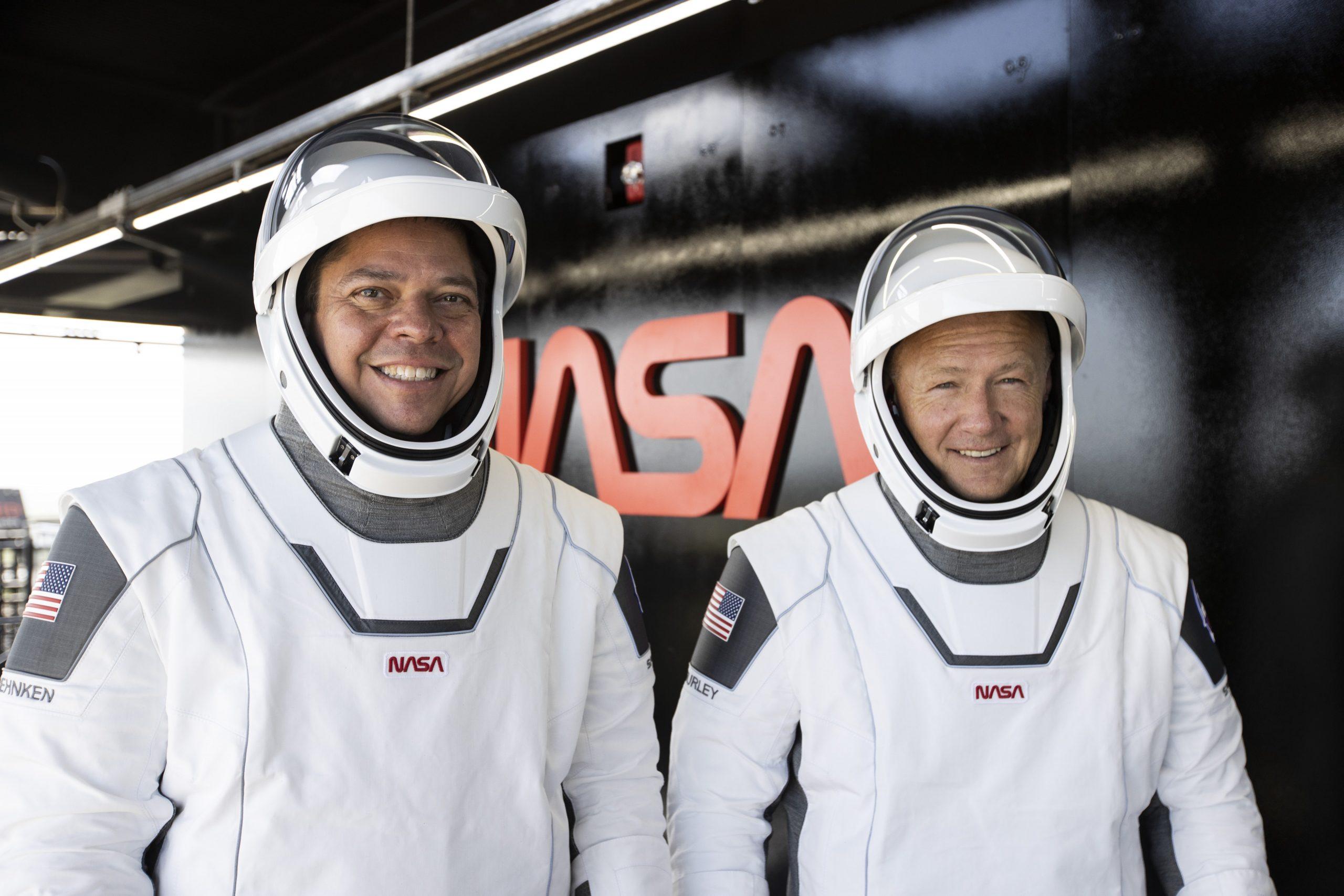 SpaceX realiza su primer vuelo tripulado en asociación con la NASA