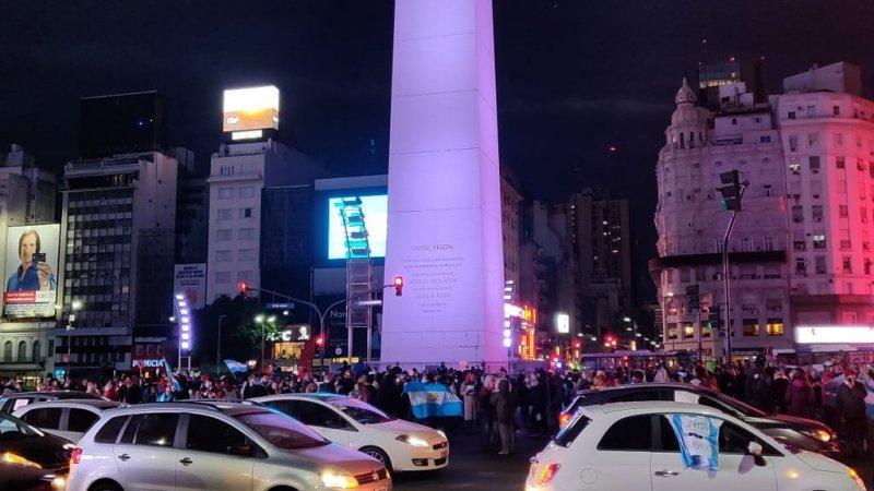 Manifestantes protestaron en el Obelisco