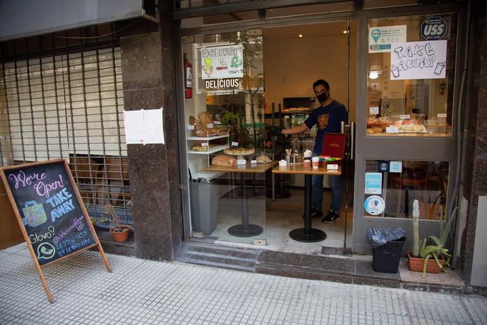 El Gobierno porteño estudia un esquema de reapertura de comercios y salidas de runners para el 18