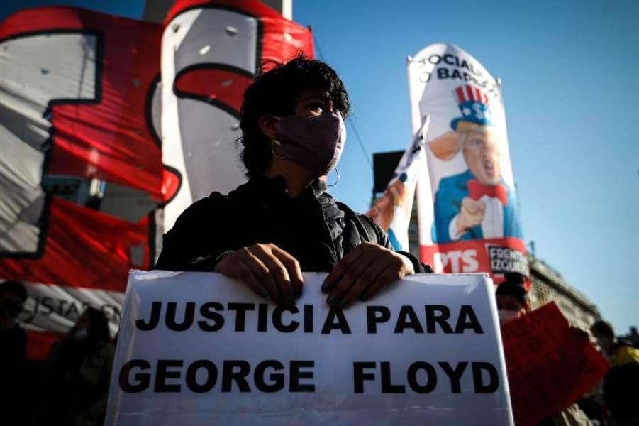 La izquierda en Buenos Aires marcha para apoyar las protestas en Estados Unidos