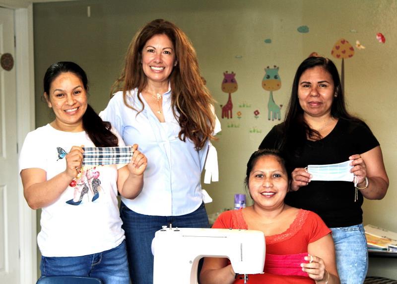 Un grupo de mujeres inmigrantes ayudan a trabajadores agrícolas a protegerse del COVID-19
