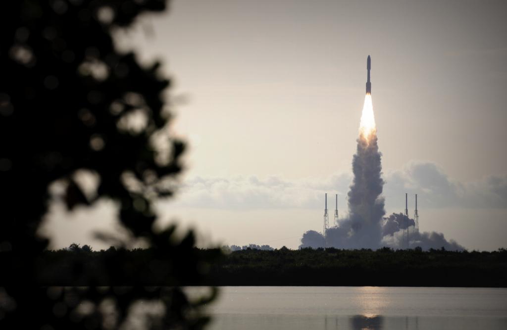 La NASA lanza la misión Perseverance Rover para buscar signos de vida en Marte