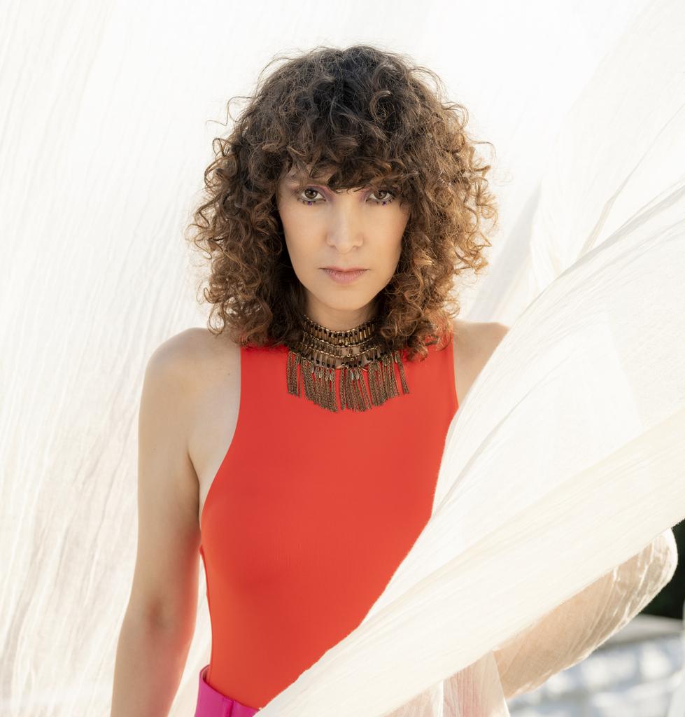 """La cantautora guatemalteca Gaby Moreno presenta """"Fire Inside"""""""