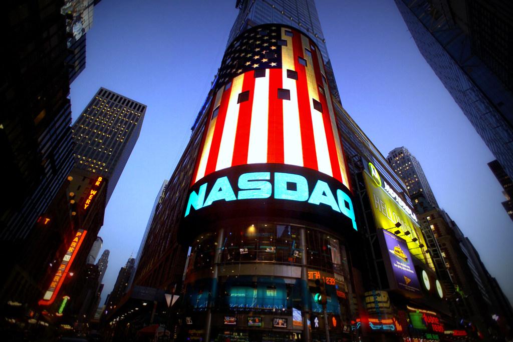 Toma de ganancias en tecnológicas y subas para bancos, energía e industrias en Wall Street