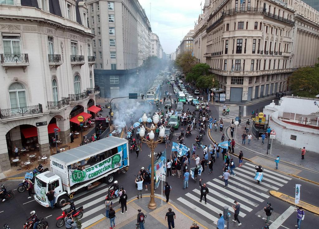 Cientos de vehículos marcharon en la caravana del Día de la Lealtad por Obelisco y Avenida de Mayo