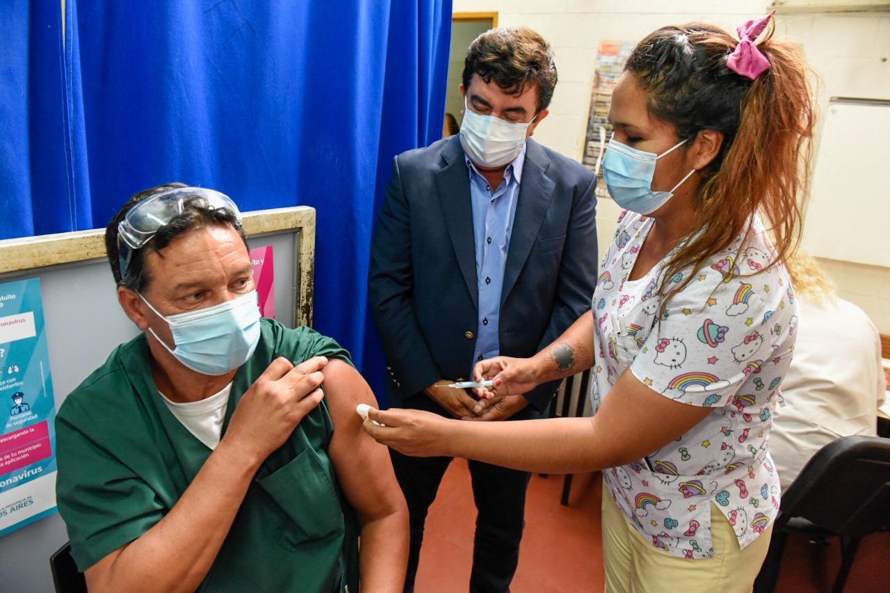 """Fernando Espinoza: """"Declararía a todo el personal de salud como héroes nacionales"""""""