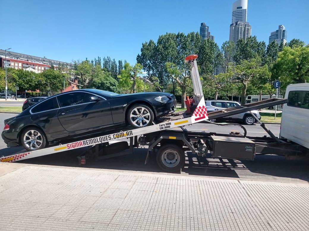 Matías Morla entrega del segundo auto que estaba a nombre de Doña Tota