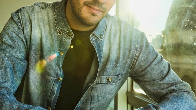 El cantautor Adriel Yanel transciende en la escena del pop de la mano de su productora Cassette 90