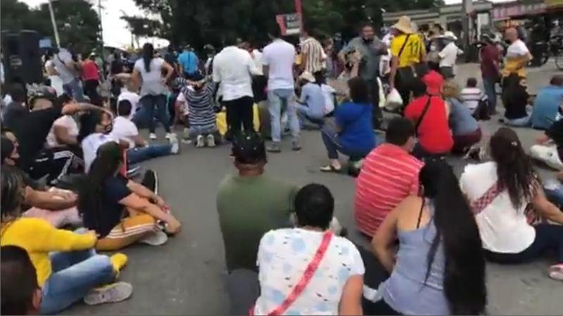 Habitantes de Montenegro Quindío protestan por los abusos del cobro exagerado del servicio acueducto y alcantarillado. 1