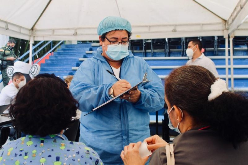 Ibagué inicia la vacunación contra el Covid-19 en adultos de mayores de 65 años. 1