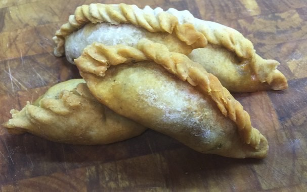 Cocarrois: empanadillas mallorquinas rellenas de acelgas