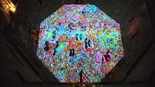 Una catifa interactiva digital cobreix el terra d'un castell
