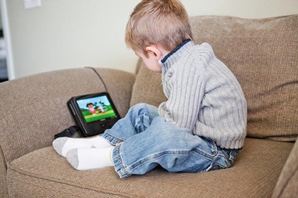 20111110 1111 Watching Dora 4