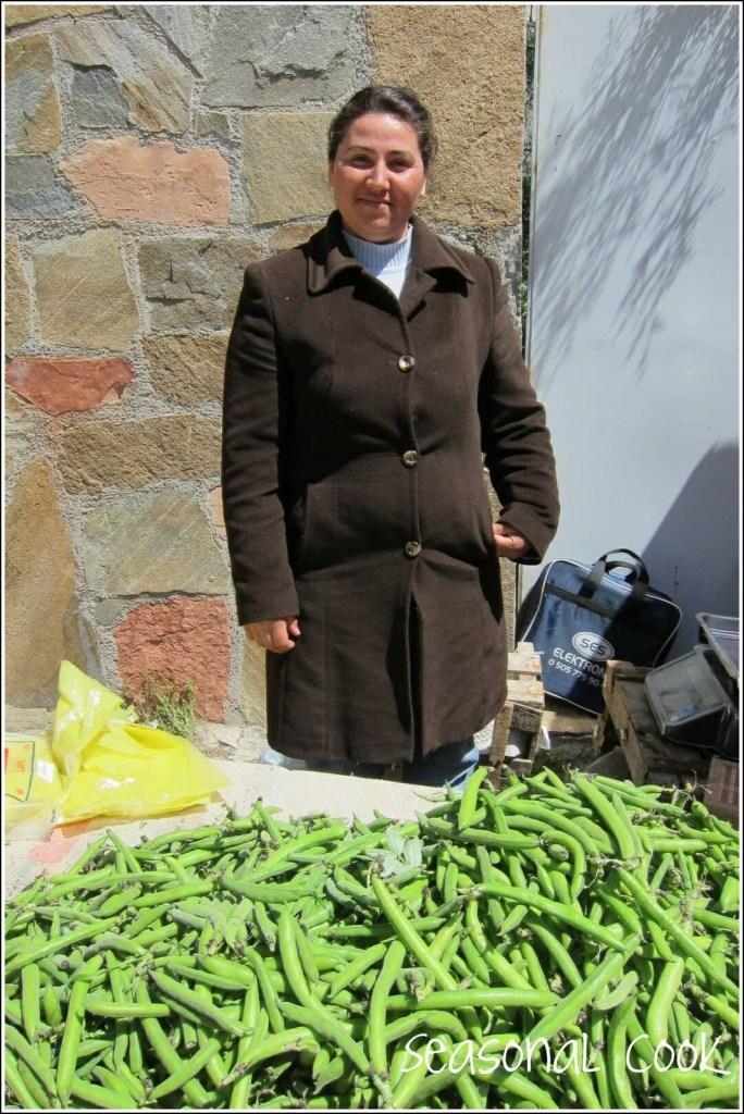 Broad bean seller