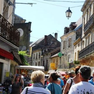 market crowds in Le Bugue